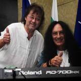 Кен Хенсли и Ильяс Айдаров на сцене перед концертом
